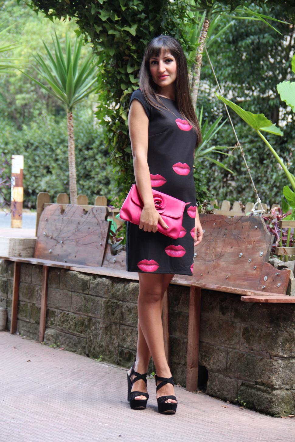 tubino nero con baci desigual outfit