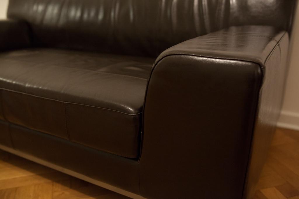 ikea kramfors leder echtleder sofa couch dunkelbraun narbenleder wie neu ebay. Black Bedroom Furniture Sets. Home Design Ideas